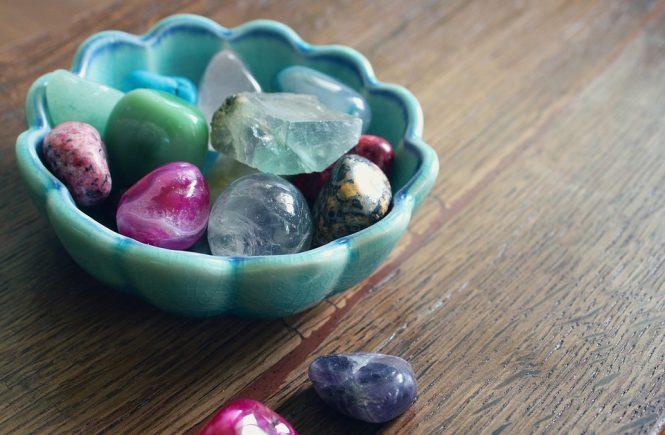 signos del zodíaco y las piedras